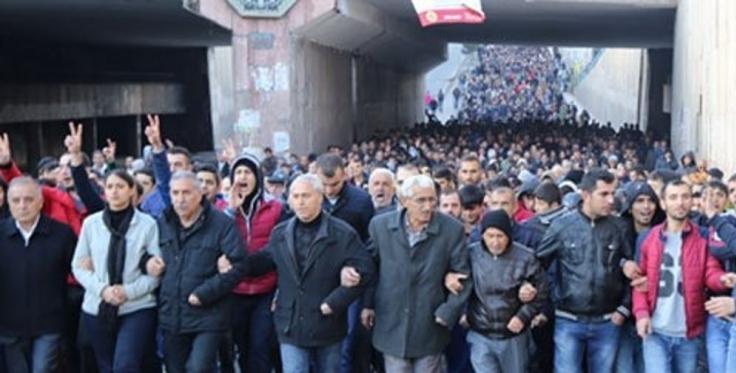 Diyarbakir har forsøgt at bryde blokaden trods politiets overgreb
