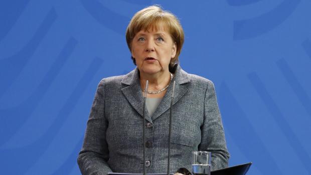 Merkel åbner for straffesag efter Erdogan-satire