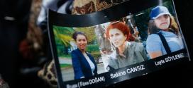 Herboende kurdere mødes foran den franske ambassade i København