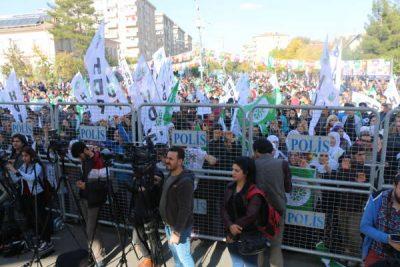 Tusinder samles for Öcalans frihed i Amed