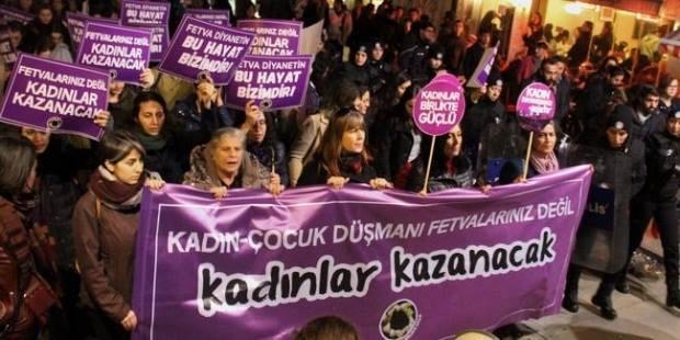 Kvinder protesterer imod Diyanet