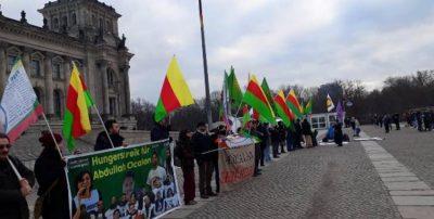 Ezidi-kvinder kræver frihed til Öcalan
