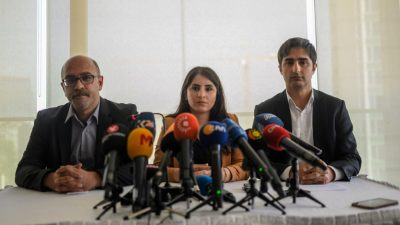 Öcalan får besøg af sine advokater