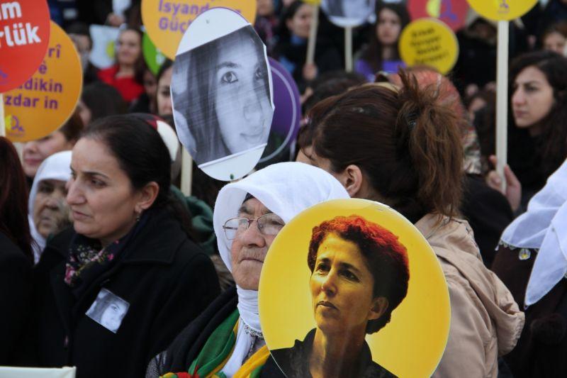 Folk i oprør efter mordet på 20-årige Özgecan