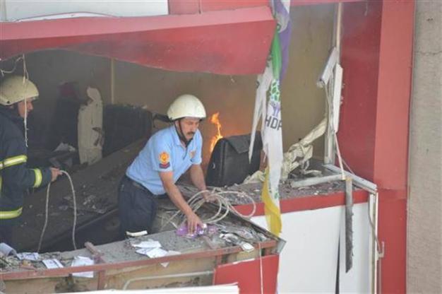 BOMBEANGREB MOD HDP'S PARTIKONTORER