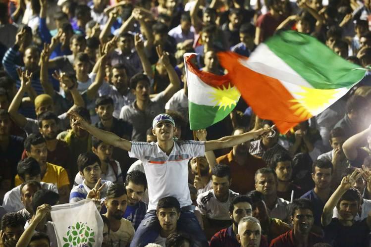 Kurderne fejrer HDP's indtræden i det tyrkiske parlament