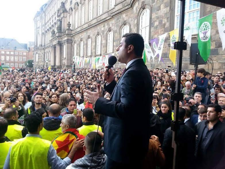 Anklager kræver Selahattin Demirtas bag tremmer i 142 år