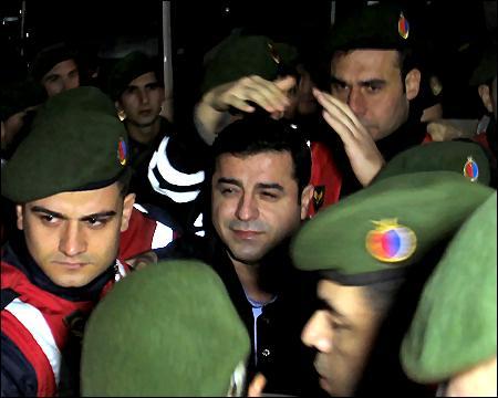 Selahattin Demirtas bragt til hospitalet