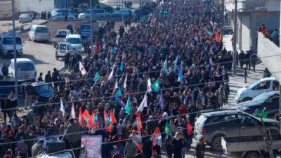Tusinder marcherer i Kobanê for at forsvare Shengal